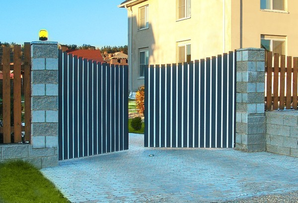 Распашные ворота - стоит ли выбирать?