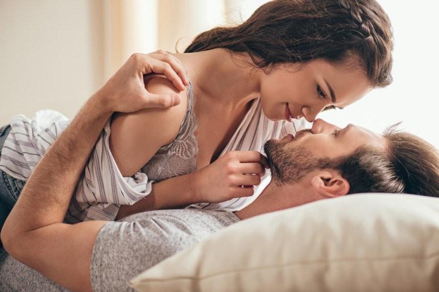 муж и жена трахаются крупным планом